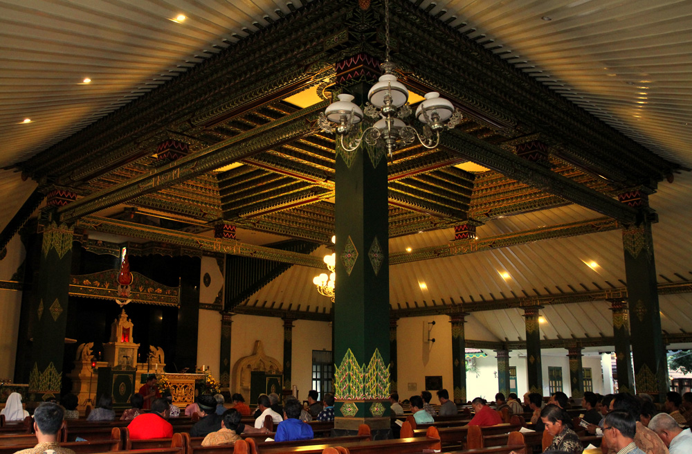 Mass conducted in Javanese and singing accompanied by gamelan