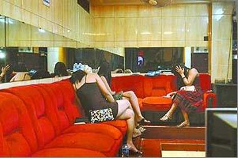 Indonesian girl surabaya prostitute blowjob white man - 1 4