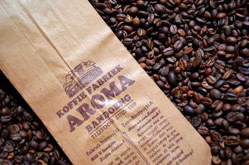 Aroma's authentic packaging, By Andri Suryo