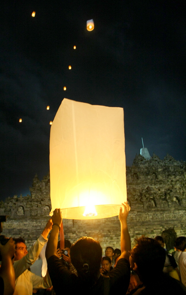Releasing lanterns after a succesful Vesak, By: Putri Fitria