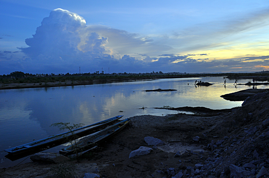 A cool breeze and a cold Lao beer at the Mekong, By: Davidlohr Bueso