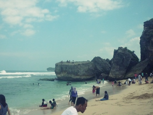 Beach fun on Sundak beach, By: Dorothea Gecella Putri Lestari