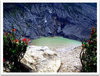 Crater of the Tangkuban Parahu, By: Andri Suryo