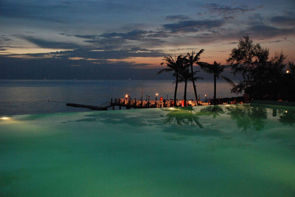 Phu Quoc Chen Sea resort infinity pool, By: Simon Hare