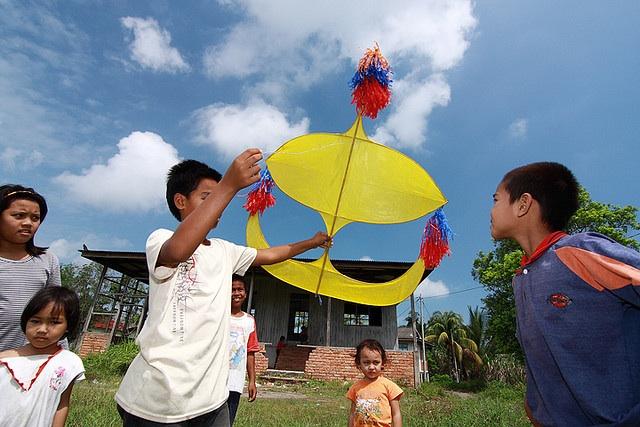 Kids playing wau (Malay traditional kite) in Chendering, Kuala Terengganu