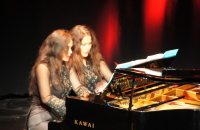 Sungkono sisters piano duo