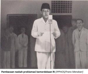 Sukarno reading the Proclamation