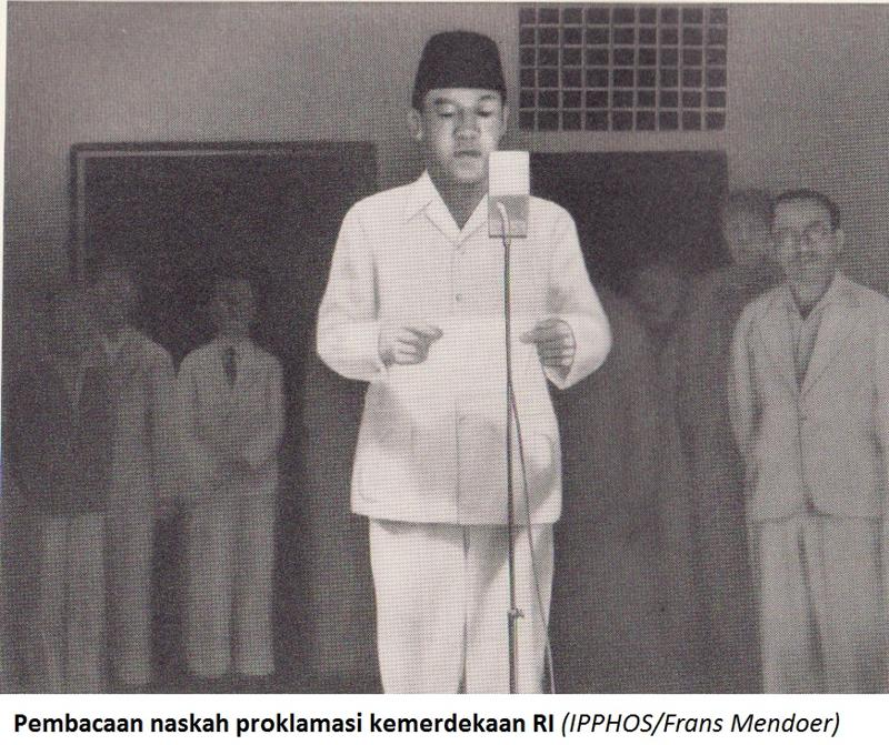 Sukarno reading the Proclamation