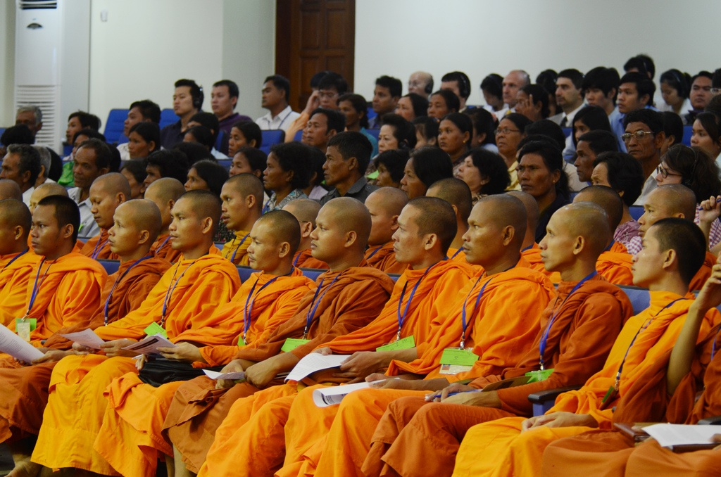 Cambodians witness the trial in the ECCC