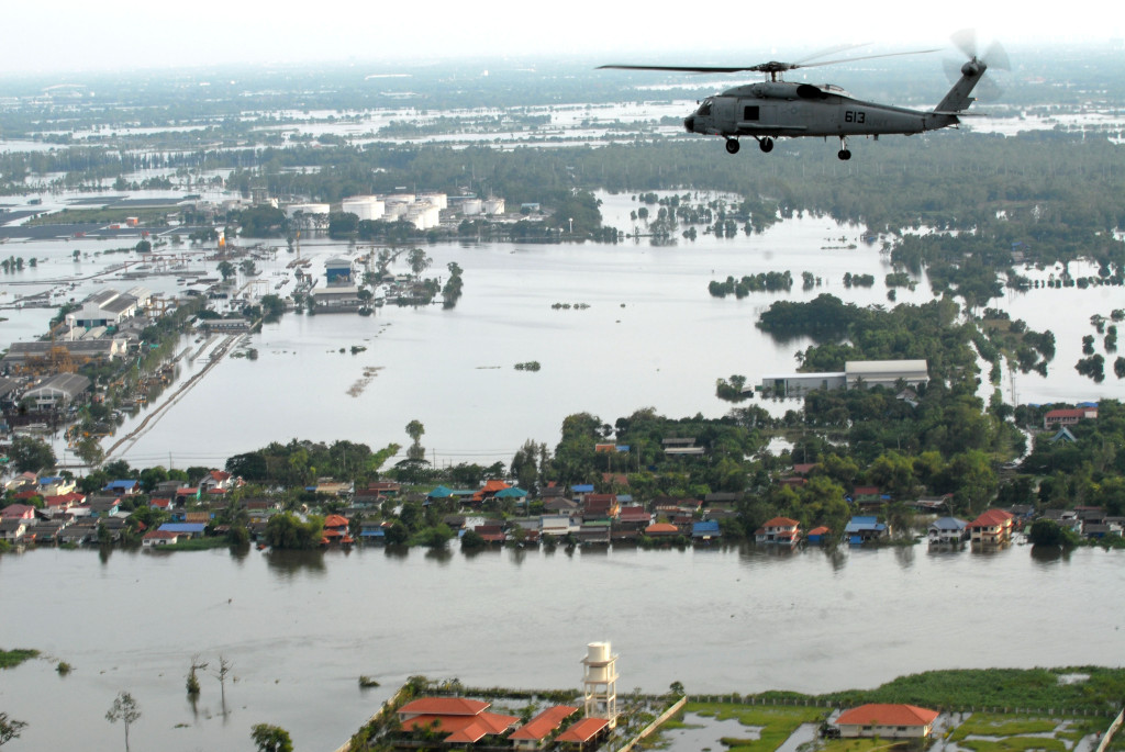 USS Mustin provides post-flood relief in Thailand