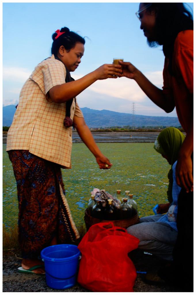 Lasem batik cloth in daily life, worn by a jamu peddler, By: Labodalih-Sembiring
