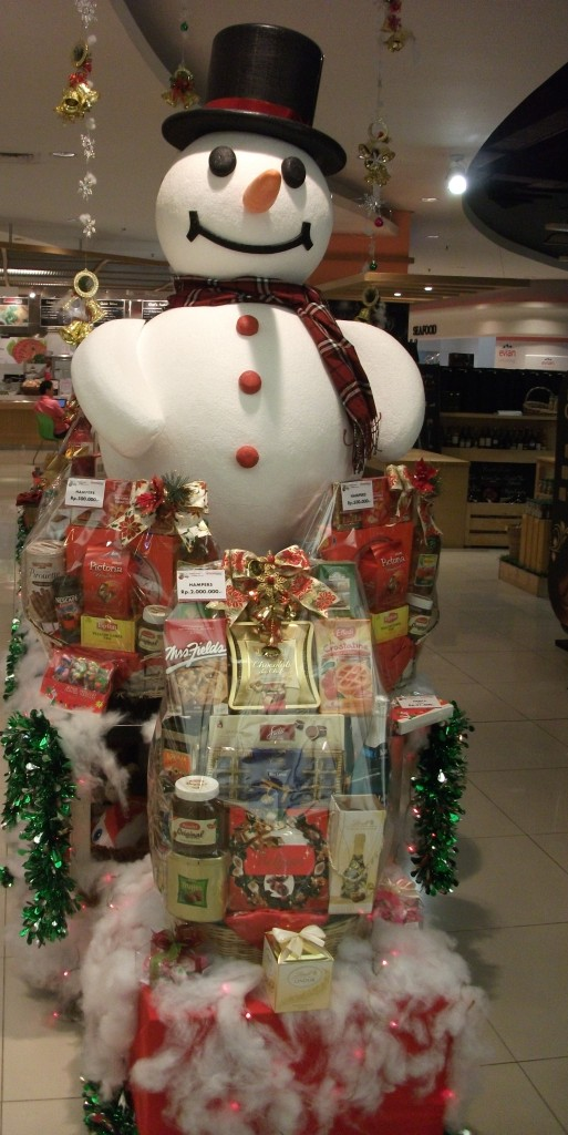 Ho ho ho, the snowman has arrived in Indonesia, By: Kenneth Yeung