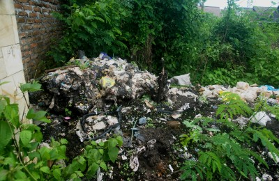 The ubiquitous pile of trash in Yogya, By: Monica Dominguez