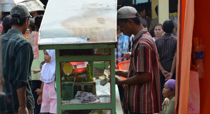 A typical streetfood cart 'kaki lima'-5 legs, 3 on the cart, two on the owner