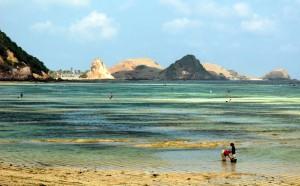The beach at Kuta lombok, By: Tanti Ruwani