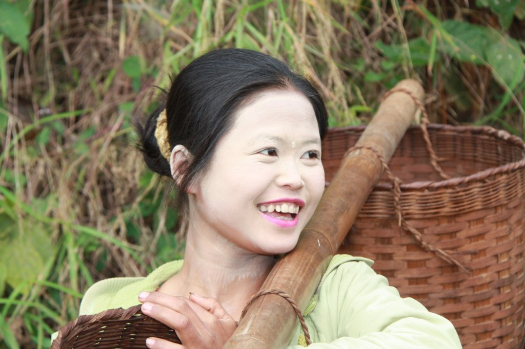 A great smile by a Hsipaw lady