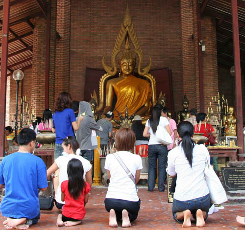 Thais worship at a temple in  Chiang Saen. By: Isaac Olson