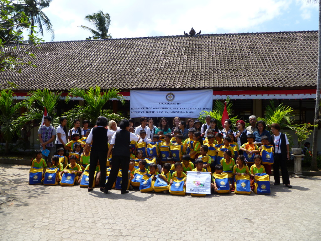 A YEP student from Germany on a visit of her host Club to a primary school in Bali (the blond girl in the center)