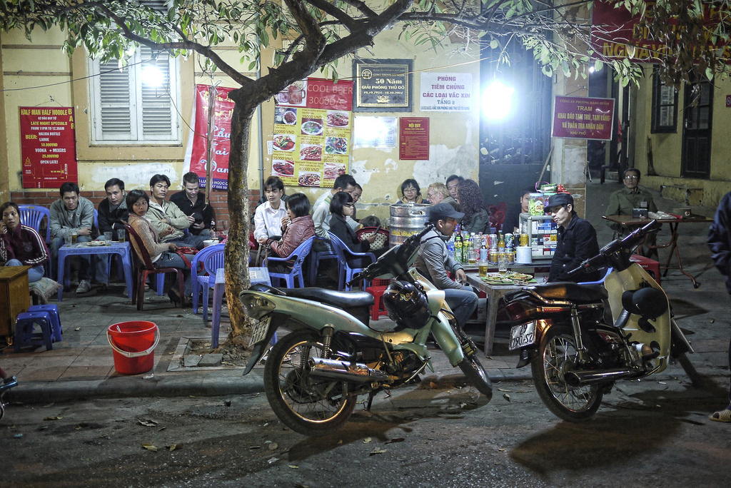 Streetfood in Hanoi, By: Ofer Deshe