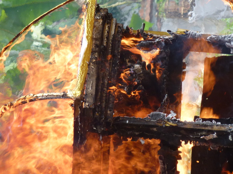 fire devours the chest and envelops the corpse, By: Sita van Bemmelen