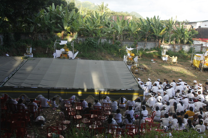 the final prayer that concludes the ceremony, By: Sita van Bemmelen