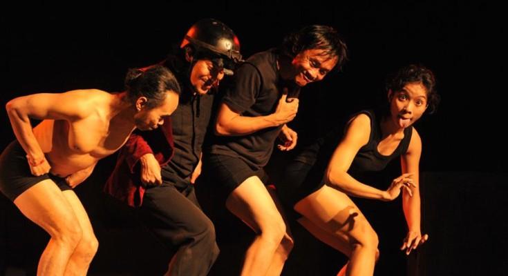 Eko Supriyanto, Sri Qadariatin, Martinus Miroto and Jamaluddin Latif in a Javanese version of Stravinsky's L'Histoire du Soldat