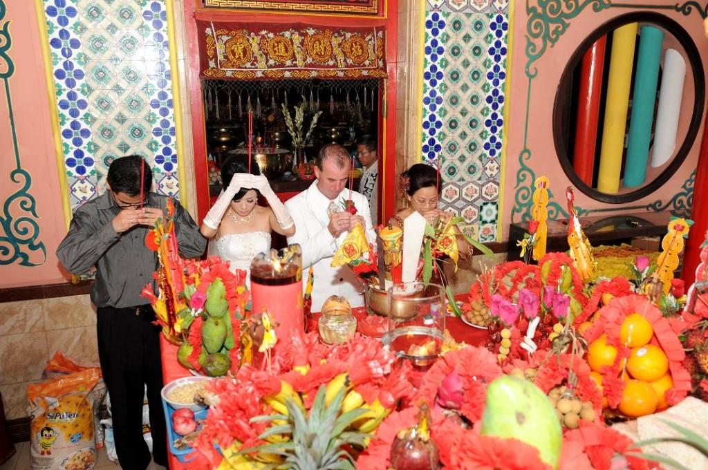 The Chinese ceremony at Vihara Dharmayana, Kuta, Bali. 12 February 2011.