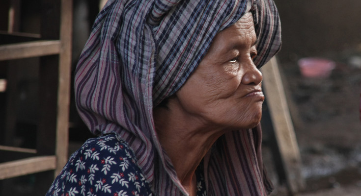 Old lady in Kratie