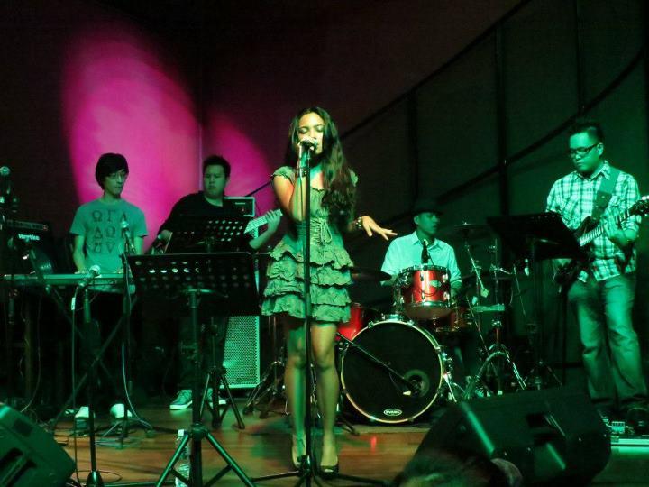 Dasha Logan on stage