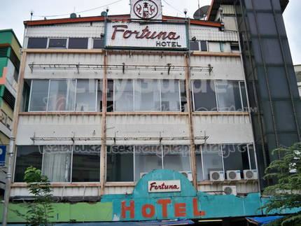 Peeling on the outside, reasonable on the inside, Hotel Fortuna Jakarta