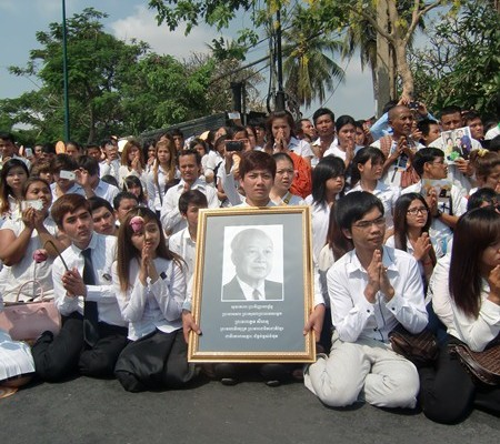 Cambodians dressed in white, at the parade for King Sihanouk