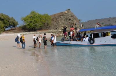 (10) Aan boord van de terugtocht vanaf Pink Beach